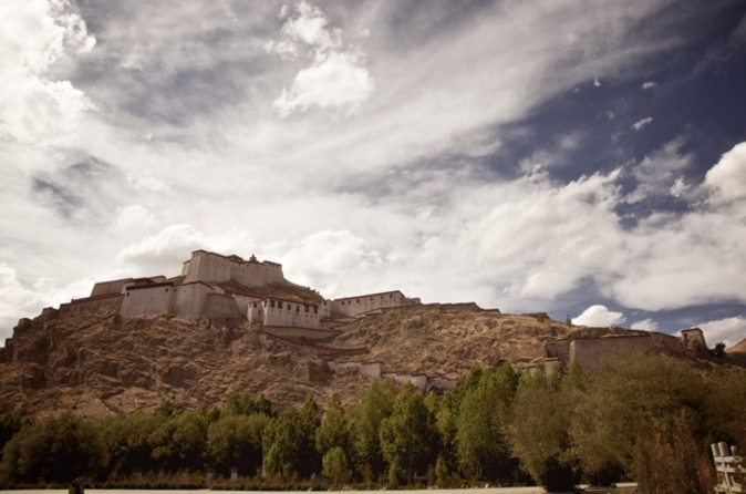 Private 7-Day Tibet Buddhism History Tour from Chengdu to Lhasa and the Yarlung Valley