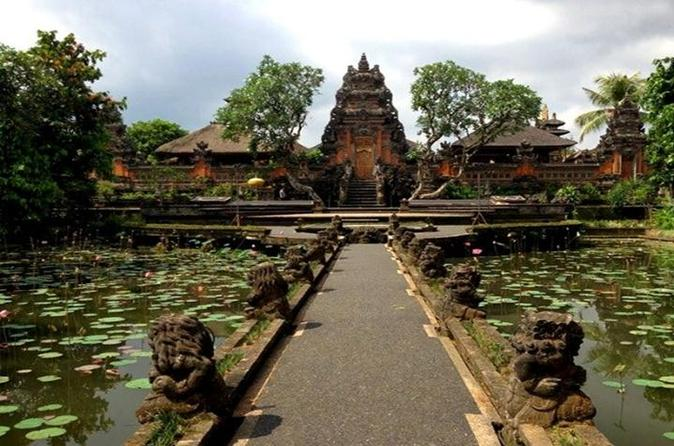 Private tour ubud attractions including monkey forest and art market in denpasar city 193138