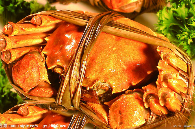 Private Hairy Crab Tasting and Zhujiajiao Water Town Day Tour in Shanghai