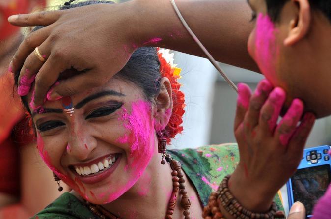 8-Day Yoga Tour with Holi Celebration and Taj Mahal Under Full Moon