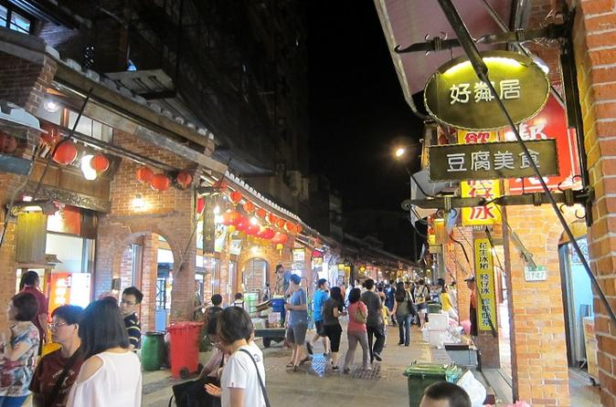 Half Day Culture Tour: Shenken Old Street and Pingxi Sky Lantern from Taipei""
