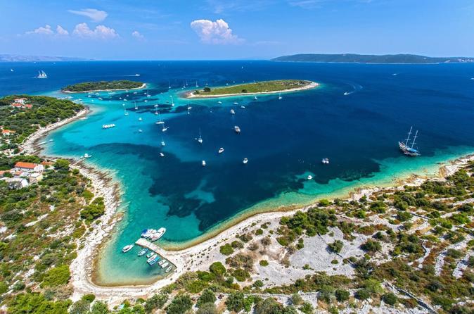 Blue Lagoon 3 IslandsTour with 3 menues Lunch,Wine,Jucies & Snorkeling Equipment
