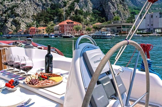 Private Day Sailing to Brac island with Lunch,Wine,Beer & Snorkeling Included