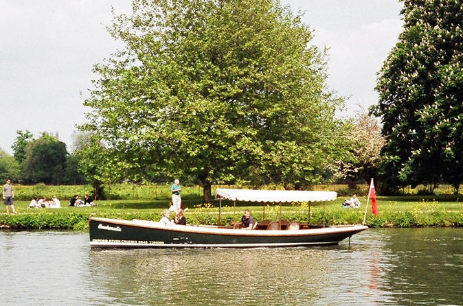 Oxford sightseeing river cruise along the university regatta course in oxford 210286