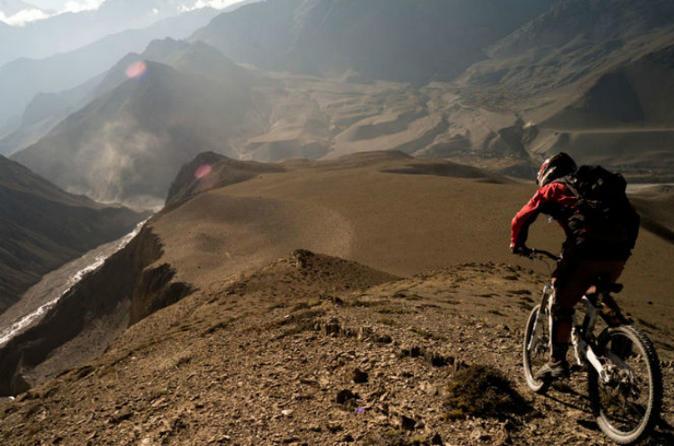 Excursão privada: aventura de dia inteiro com mountain bike nos Andes