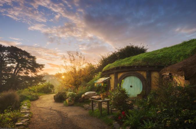 Hobbiton Village & Glowworm Cave 1 day tour