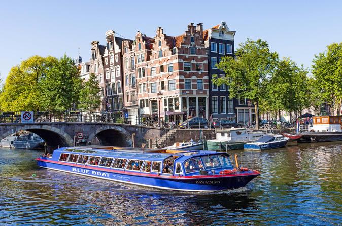 Cruzeiro pelo canal em Amsterdã