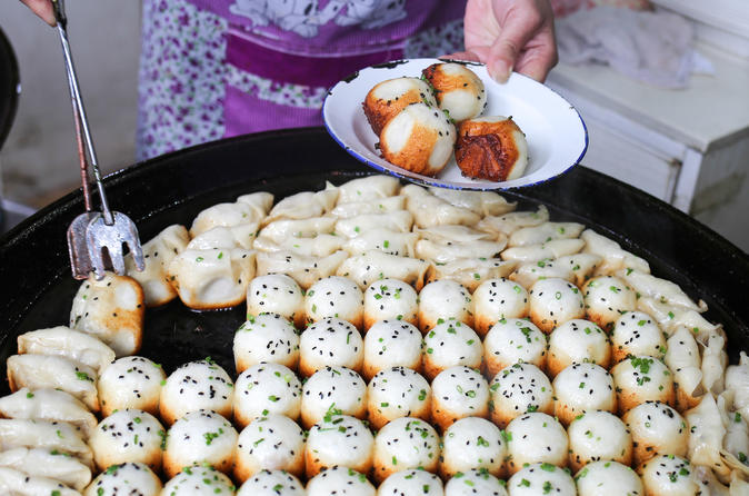 Old Shanghai Breakfast Food Tour with Temple Visit