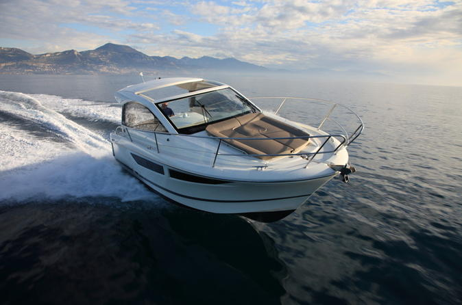 Rent a small yacht for up to 6 people in saint tropez license required in saint tropez 204445