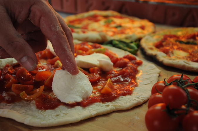 4-Hour Pizza and Pasta Small-Group Cooking Class in Rome with Wine and Tiramisu