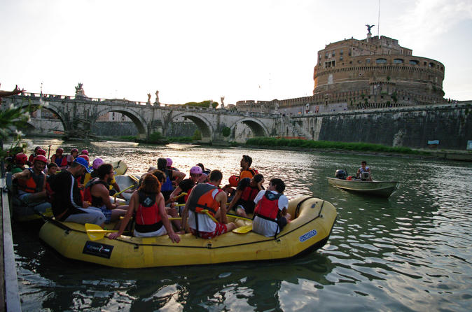 Sightseeingtour over de rivier de Tiber in Fun Eco Boats in het stadscentrum