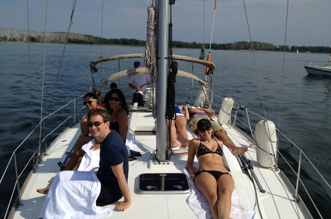 Sail the Toronto Islands and Lake Ontario