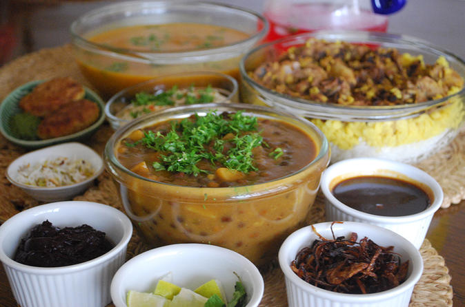 Private Mumbai Home Cooking Lesson with Grand Road Market Visit and Lunch