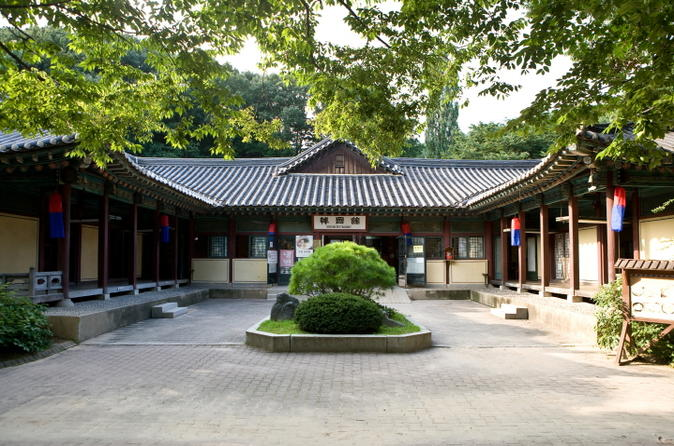Small-Group Korean Folk Village Tour Including Confucianism Village