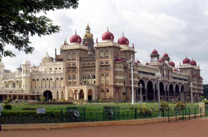 7-Day Temples of South India Tour including Bangalore to Chennai by Air