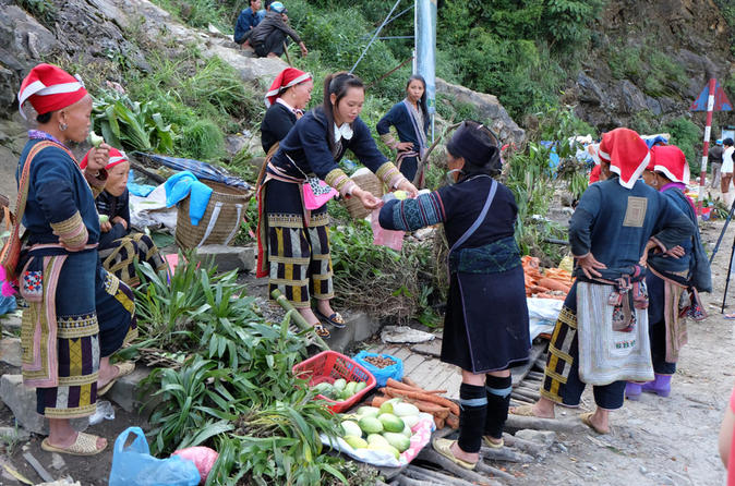 Can Cau Market and Trung Do Village Tour from Sapa