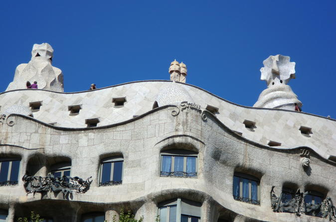Barcelona Private Tour: Electric Bike Tour and Sagrada Familia Guided Skip-the-Line Visit