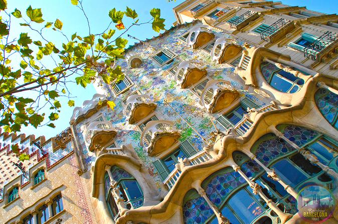 Gay-Friendly Gaudi Private Walking Tour with Skip the Line Sagrada Familia