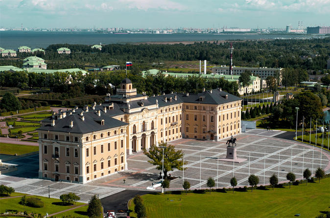 Private Tour: Constantine Palace - Official Residence of the Russian President - and Traditional Russian 3-course Lunch with Russian Vodka