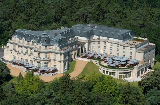 Private Transfer: from Charles de Gaulle Airport (CDG) to the Tiara Château Hotel Mont Royal Chantilly