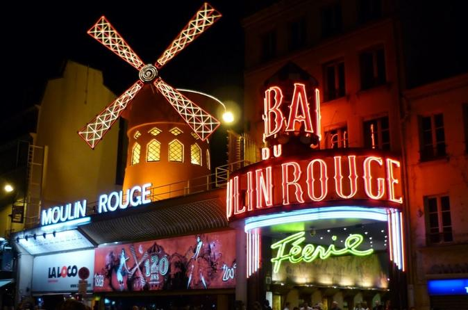 Traslado privado: viagem de ida e volta do Moulin Rouge