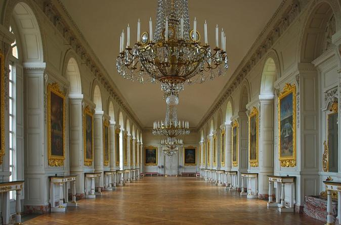 Breakfast and visit of  the Palace of Versailles and Hotel Transfers