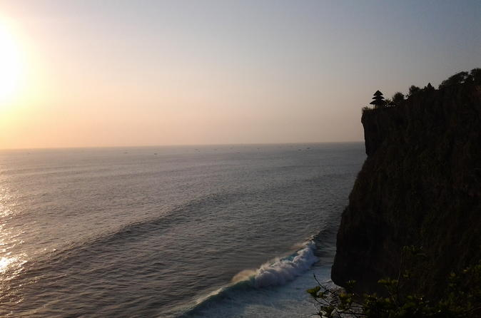 Sunset at uluwatu temple and spa tour in kuta 327850