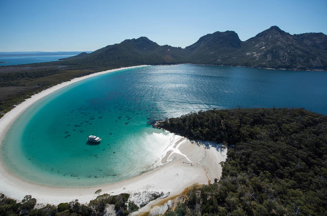 Wineglass bay cruise from coles bay vista lounge in coles bay 201998
