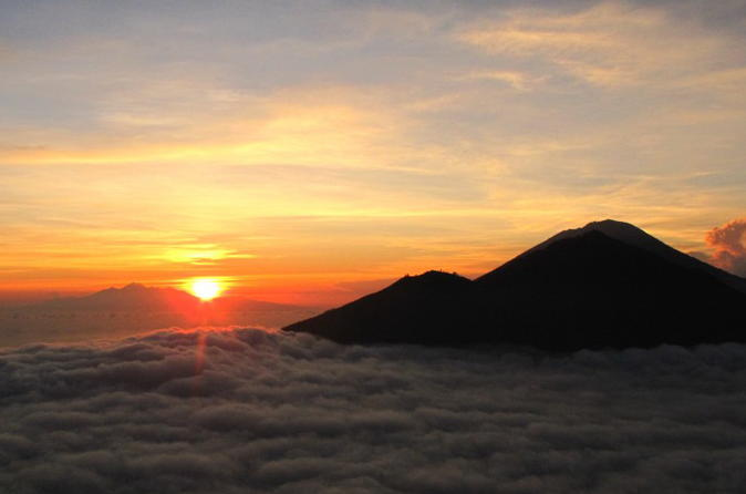 Caminhada ao nascer do sol pelo Monte Batur e tours em plantações de café