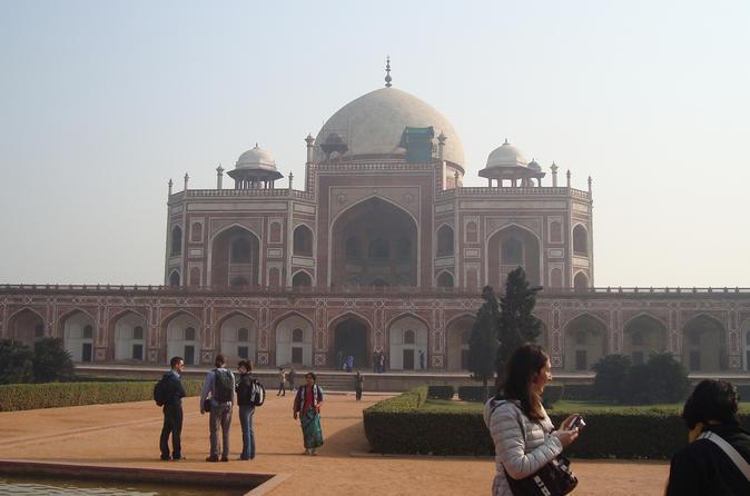 Full-Day Private Tour Delhi: Raj Ghat, Qutub Minar and Humayuns Tomb Including Rickshaw Ride