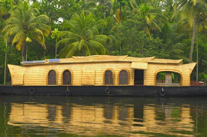 Private Tour: Overnight Kerala Premium Houseboat Backwater Tour in Kumarakom