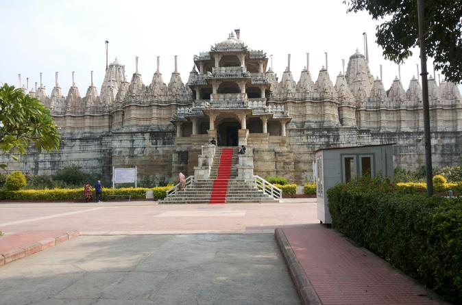 Private Transfer from Jodhpur to Udaipur with En-Route Tour of Ranakpur Jain Temple