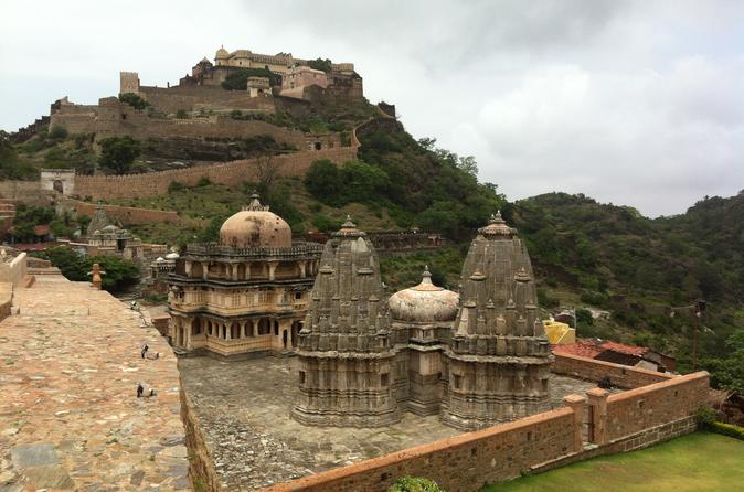 One Way Kumbhalgarh Fort and Jain Temple Tour from Udaipur to Jodhpur