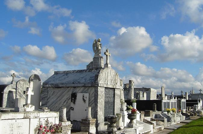 New Orleans Cemetery and Ghost Tour by Bus