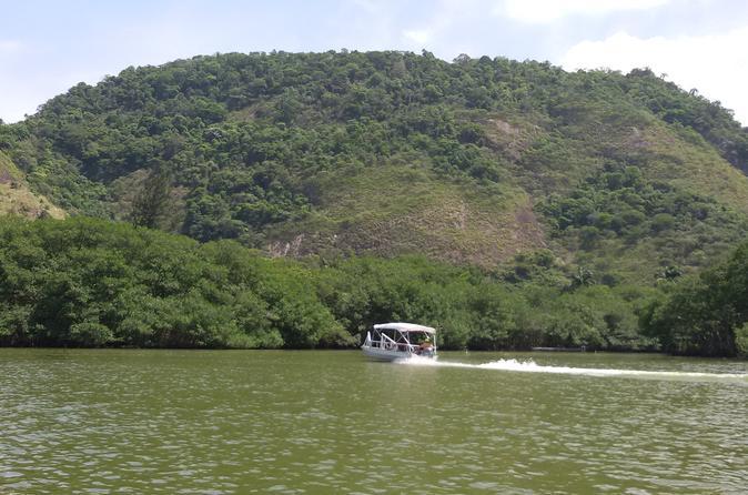 Excursão turística de barco à Lagoa de Marapendi, incluindo almoço