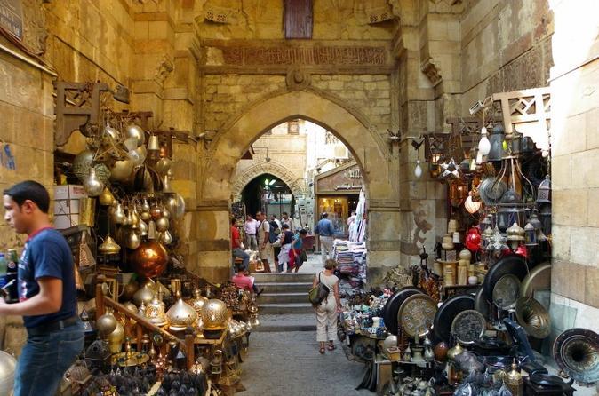 Destaques egípcios: Museu, Mesquita de Alabastro, Igreja suspensa e Bazar Khan saindo do Cairo