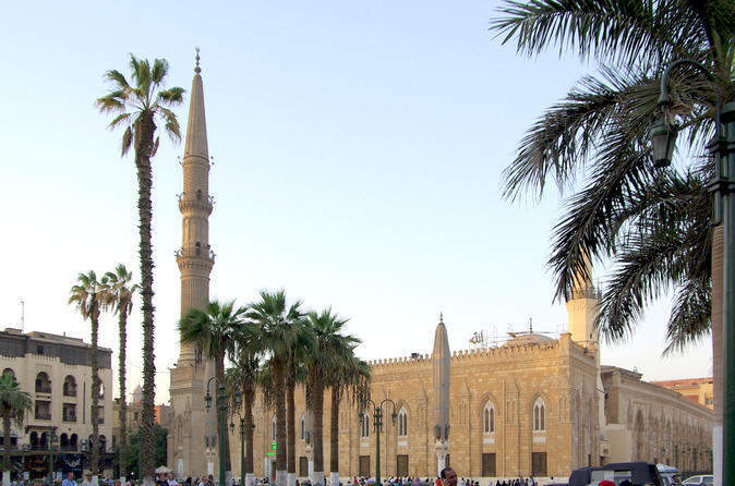 Private Guided Day Tour to the Giza Pyramids, Egyptian Museum and Al-Hussein Mosque from Cairo