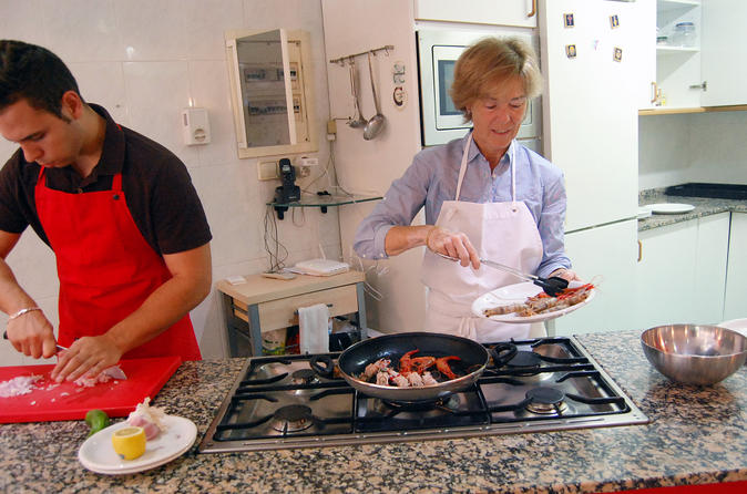 Paella Hands-On Cooking Experience in Barcelona