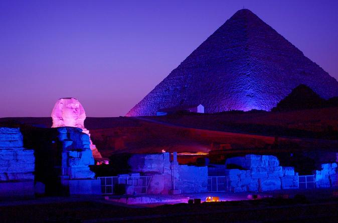 Show de som e luz nas pirâmides de Quéops em Gizé saindo do Cairo