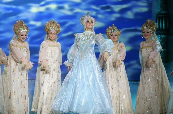 Show de dança nacional russa Kostroma no teatro popular
