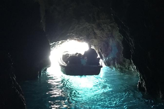 Excursão privada em lancha pela Gruta Azul e a Gruta Verde partindo de Hvar