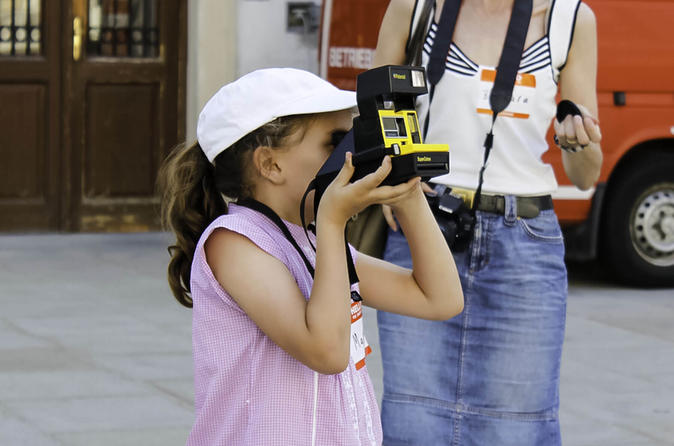 Private Vienna Family Photo Tour With a Vintage Polaroid Camera
