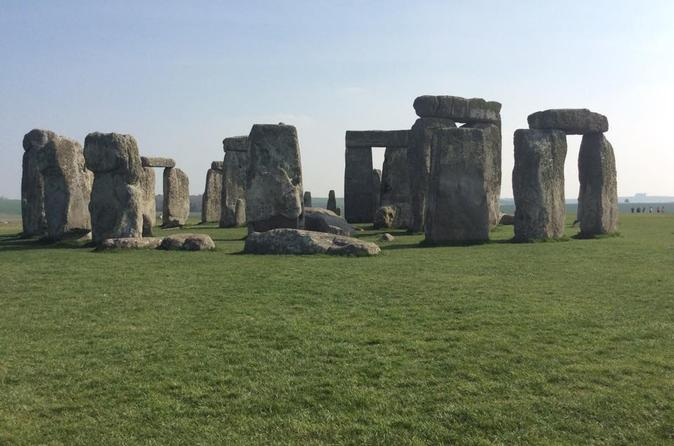 Private Full-Day Tour of Bath and Stonehenge from London