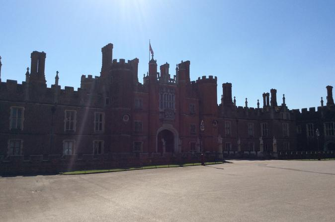 Private Hampton Court Palace Tour from London