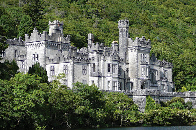 Connemara Day Trip Including Leenane Village and Kylemore Abbey from Galway