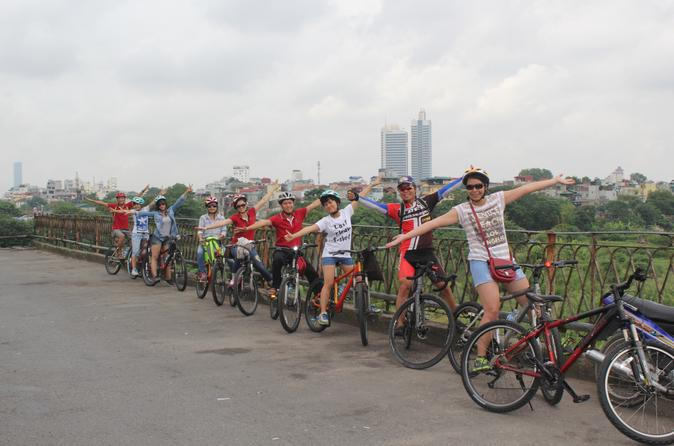 Full-Day Red River Handicrafts Bike Tour from Hanoi