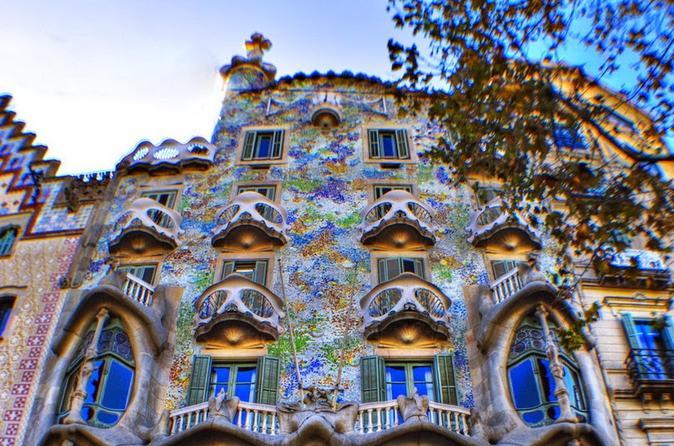 barcelona private walking tour including la pedrera and