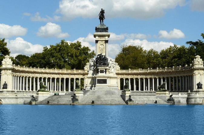 Private Madrid Walking Tour: Famous Retiro Park