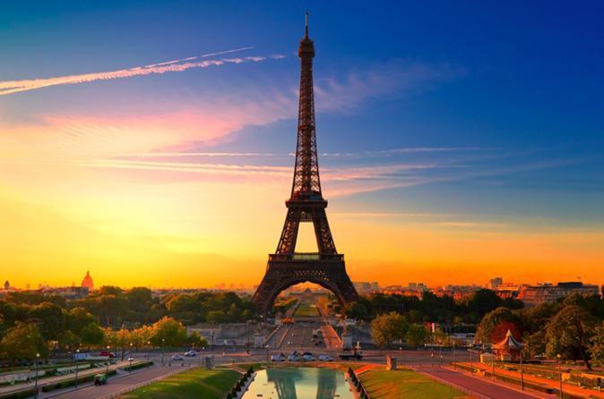 Private door-to-door transfer between Paris city centre and Disneyland Paris