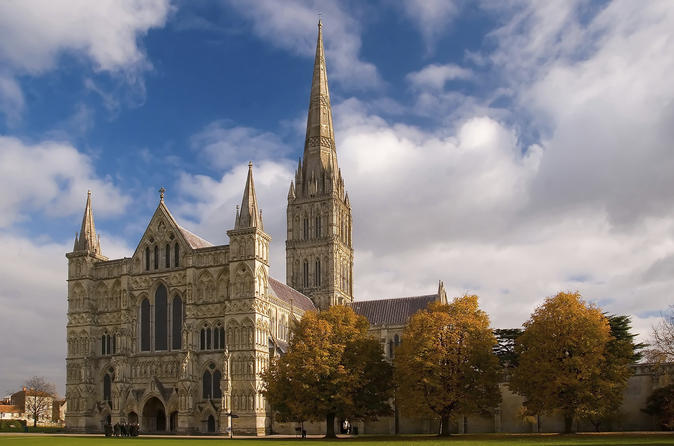 Salisbury, Bath, and Stonehenge Tour on Christmas Eve from London